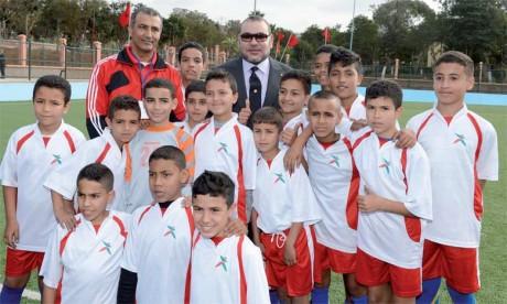 11 février 2016 : S.M. le Roi Mohammed VI procède à l'inauguration d'un terrain de sport à Ben M'Sik à Casablanca.