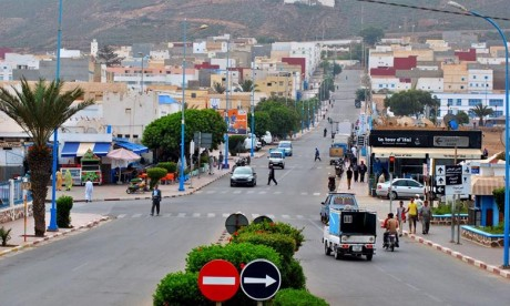 Remise à Sidi Ifni d'équipements socioéducatifs et sportifs