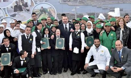15 février 2016 : S.M. le Roi Mohammed VI procède à la remise des diplômes à douze lauréats du pôle Formation professionnelle du Centre national Mohammed VI des handicapés, et ce à l'occasion du lancement de la 18e Campagne nationale de solidarité pl