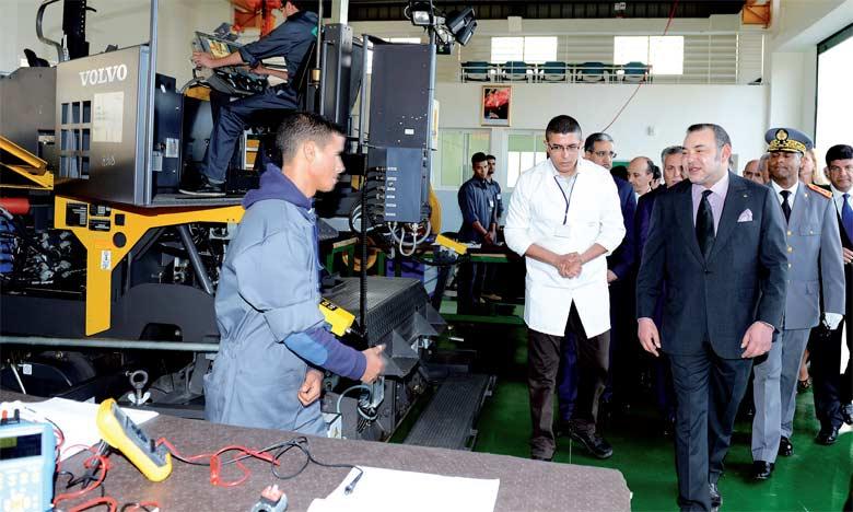 27 janvier 2016 : S.M. le Roi Mohammed VI procède, à la commune Mzamza Al Janoubia (province de Settat), à l'inauguration  de l'école Mohammed VI de formation dans les métiers du bâtiment et des travaux publics.