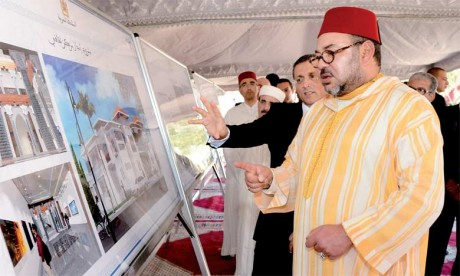 16 octobre 2015 : S.M. le Roi Mohammed VI procède au lancement des travaux de réalisation d'un centre culturel au quartier Dhar El Guenfoud à Tanger. Une structure dédiée à l'animation artistique et aux loisirs et destinée à favoriser l'émergence des