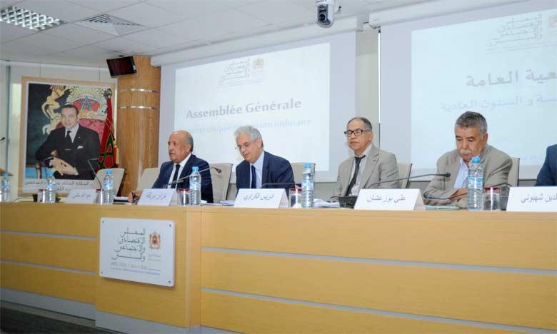 outre l'adoption de la RSO, les membres du Conseil ont procédé, lors de cette session, à la présentation et la discussion du projet de rapport sur l'auto-emploi. Ph. Kartouch