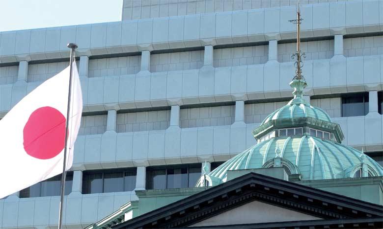 La demande étrangère a amputé la croissance du PIB de 0,3 point, une première en quatre trimestres, signe que la faiblesse de la croissance mondiale handicape désormais une économie nippone dont l'exportation a longtemps  été le principal moteur.