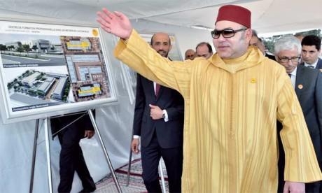 13 juin 2016 : S.M. le Roi Mohammed VI procéde, à Kénitra, au lancement des travaux de construction d'un Centre de formation professionnelle dans les métiers de l'automobile, un projet destiné  à la qualification des jeunes de la région dans des méti