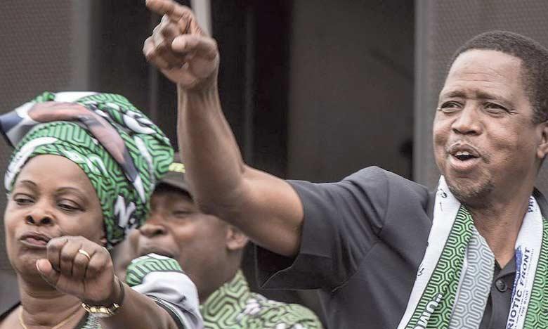 Le Président zambien, Edgar Lungu, danse lors du dernier meeting de sa campagne électorale pour sa réélection, le 15 août2016 à Lusaka.