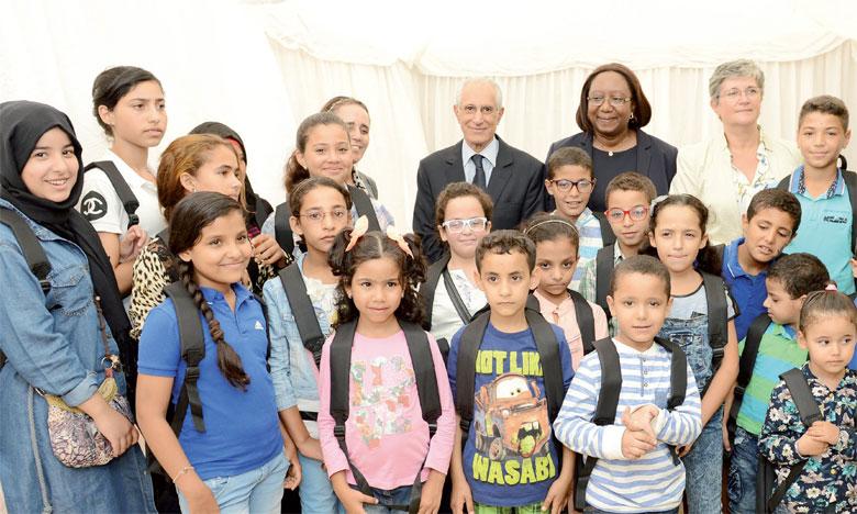 Don de cartables aux enfants de SOS Villages