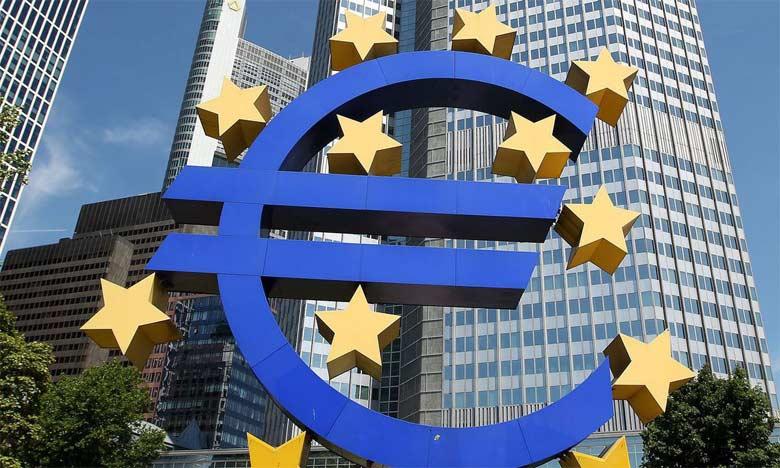 L'incertitude politique que connaissent certains émetteurs potentiels à très long terme pourrait freiner l'enthousiasme des investisseurs. En Italie, le Président du Conseil Matteo Renzi a lié son avenir politique au résultat du prochain référendum c