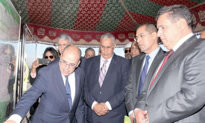 Selon Aziz Akhannouch, le département de l'Agriculture a mis à disposition environ 8,1 millions de quintaux de semences certifiées pour plus de 330 millions de dirhams et 500.000 tonnes d'engrais..                                          Ph. MAP