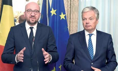 Le gouvernement fédéral belge tentait depuis plusieurs jours de convaincre la région francophone de Wallonie, la région de Bruxelles-Capitale et la Communauté linguistique française de revenir sur leur veto, qui bloque la signature du CETA par la Bel