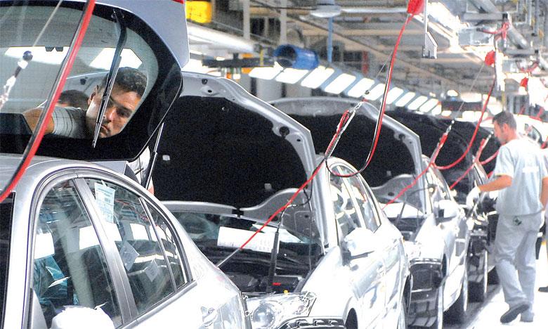 Dans un marché qui a absorbé 1,45 million d'unités, les constructeurs français ont connu des sorts très contrastés, le groupe Renault voyant ses immatriculations bondir de 18,7% tandis que celles de PSA décrochaient de 5,2%.Ph. AFP