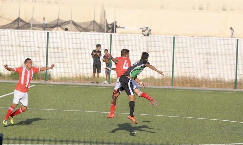 Le Stade Marocain (en noir), qui a raté de peu la montée la saison dernière, s'est imposé face à Larache.