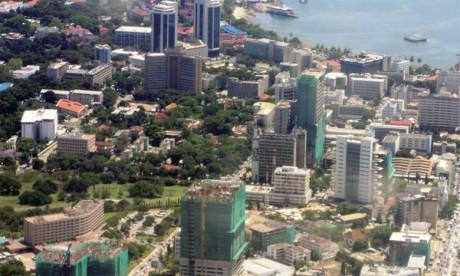 Principal port de Tanzanie donnant sur l'océan indien et deuxième d'Afrique de l'Est en termes de trafic maritime, Dar es Salam a su tirer profit de son emplacement stratégique à la confluence des plus importantes routes maritimes, pour émerger en ta