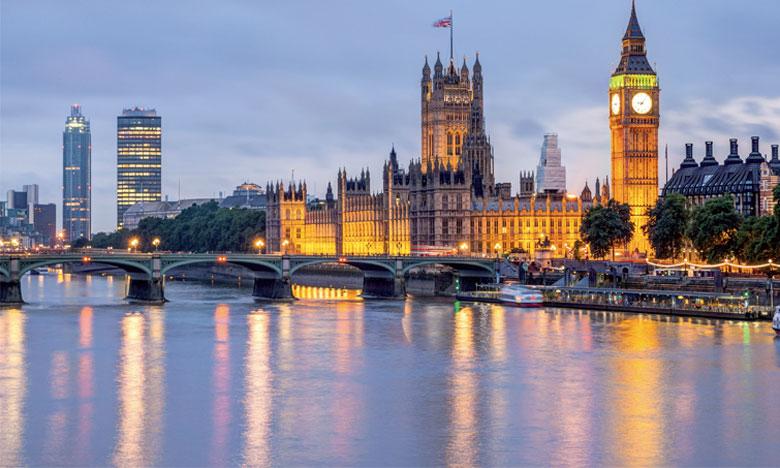 «Une crise serait quand la baisse du sterling refléterait un manque de confiance dans les perspectives économiques du Royaume-Uni ou sa politique  économique. Ici, il s'agit plutôt de la prise en compte de chocs», estime Charlie Bean, ancien chef éco