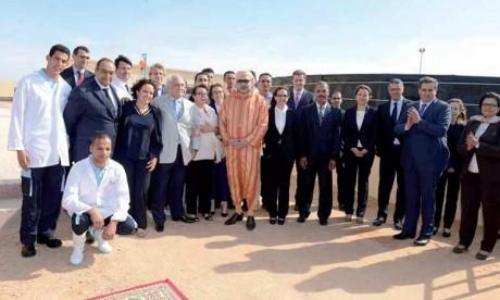 9 février 2016: S.M. le Roi Mohammed VI procède, à la commune El Argoub (province d'Oued Eddahab), à l'inauguration de l'écloserie «Azura Aquaculture».