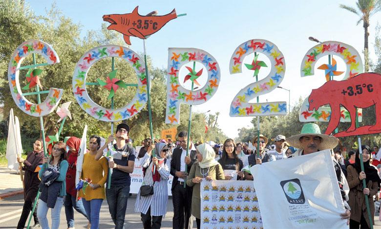Les manifestants ont réclamé un engagement effectif de l'ensemble des intervenants au processus de renversement de la tendance au réchauffement de la planète Terre.