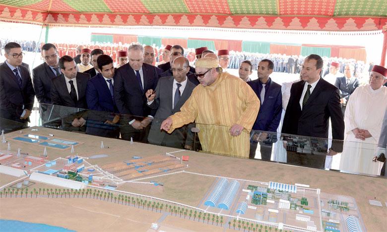 5 février 2016: S.M. le Roi Mohammed VI procède, au site Phosboucraâ dans la commune urbaine  Al-Marsa (province de Laâyoune), au lancement du projet de réalisation du complexe industriel  intégré de production d'engrais.