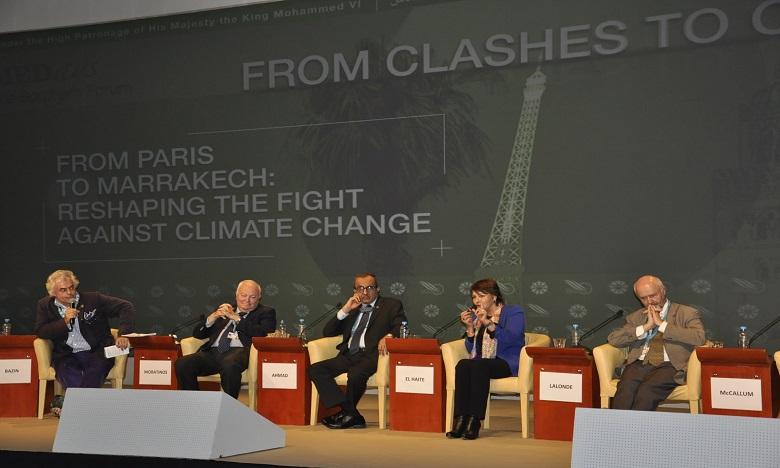 La ministre chargée de l'Environnement, Hakima El Haite, intervenant lors d'un panel sur la lutte contre les changements climatiques organisé dans le cadre de l'édition 2015. Ph. MAP