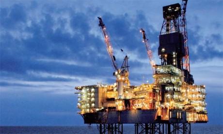 L'Opep, qui représente un tiers de la production mondiale, était parvenue en septembre à un accord de principe pour ramener sa production dans une fourchette comprise entre 32,5 et 33 millions de barils par jour, contre 33,64 millions actuellement.