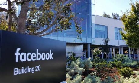 Snapchat est considéré aujourd'hui par beaucoup d'analystes comme l'ennemi numéro un de Facebook. Il a d'ailleurs tenté de le racheter sans succès, puis d'en cloner certaines fonctionnalités.
