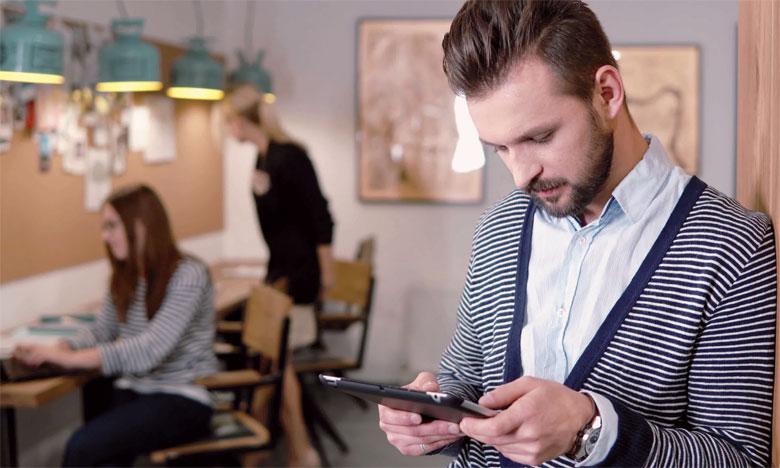 La génération Z a tendance à suivre les informations en ligne, créer et explorer les blogs et visiter les sites sur Internet.