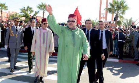 7 novembre 2015: S.M. le Roi Mohammed VI, accompagné de S.A.R. le Prince Moulay Rachid, a présidé, à Laâyoune, la cérémonie de lancement du nouveau modèle de développement des provinces du Sud.