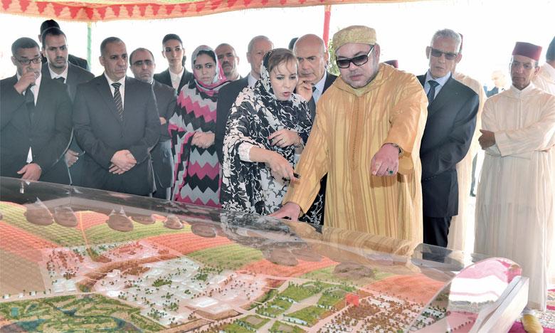 5 février 2016: S.M. le Roi Mohammed VI procède, dans la commune de Foum El Oued, au lancement des travaux de réalisation de la technopôle Foum El Oued-Laâyoune.