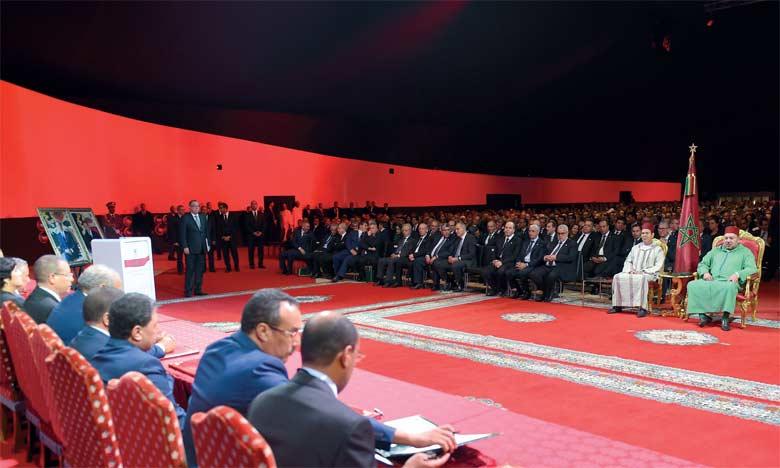 7 novembre 2015: S.M. le Roi préside à Laâyoune la cérémonie de lancement du nouveau modèle de développement des provinces du Sud.