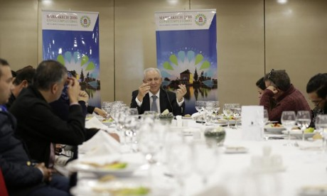 Aziz Mekouar s'exprimant lors d'un déjeuner-débat dédié au bilan de la COP22. Ph : MAP