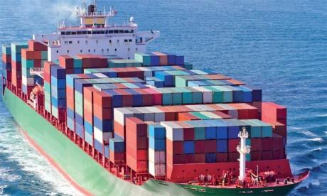 Lesté par le repli des exportations, l'excédent commercial chinois a plongé le mois dernier de 17,6% par rapport à novembre2015, à 44,6 milliards de dollars.