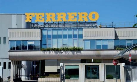 Vingt-quatre millions de Ferrero Rocher sortent chaque jour du site d'Alba lors des périodes de pic, comme en ce moment à l'approche de Noël.