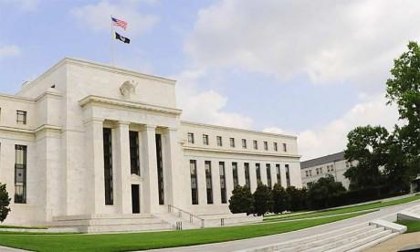 Quand la Banque centrale américaine relève progressivement ses taux de 1% en 2004 à plus de 5% en 2006, pour tenir compte de l'évolution de l'inflation et de la croissance américaine, les taux d'emprunt suivent. La fièvre qui s'était emparée du march