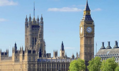 Londres est désormais la ville où certains produits de luxe sont les moins chers du monde, si l'on compare les prix en dollars, selon une étude du cabinet Deloitte.