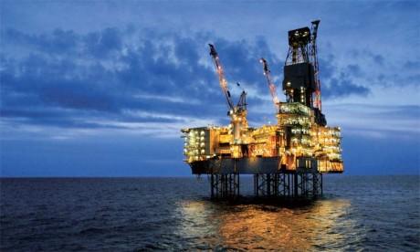L'effort pour réduire la production pourrait se révéler plus difficile que prévu, la planète ayant pompé à un niveau record en novembre: 98,2 mbj, soit 470.000 barils par jour de plus en un an.