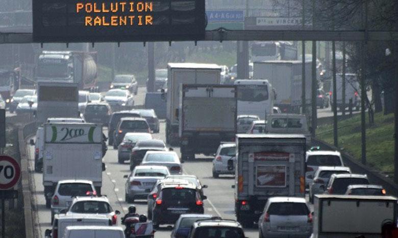 Paris confronté à son pic hivernal  le plus intense depuis 10 ans