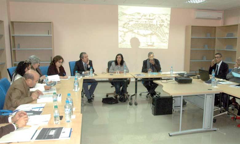 L'atelier a été animé par des académiciens, des élus, des historiens et des experts  en patrimoine culturel, aussi bien marocains que lusitains.