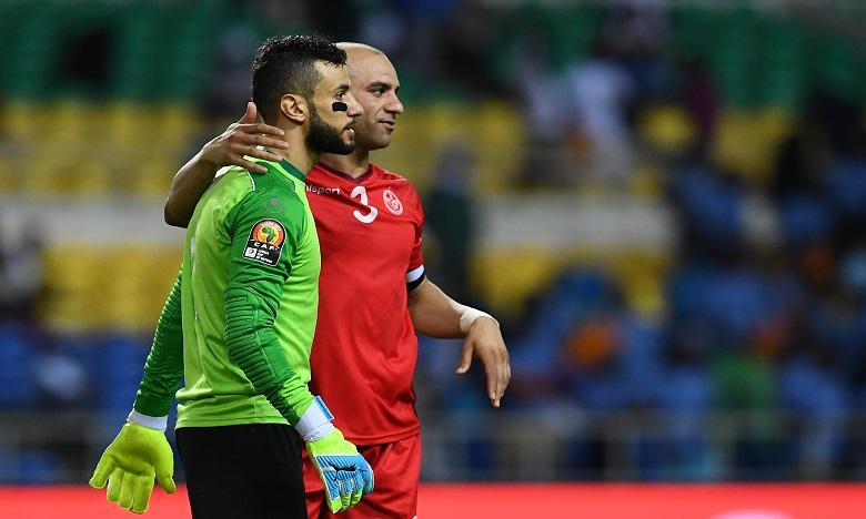Rami Jeridi et Aymen Abdennour fêtent la victoire de l'équipe tunisienne. Ph. AFP