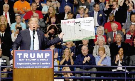 Donald Trump prête serment et devient  officiellement le 45e Président des États-Unis