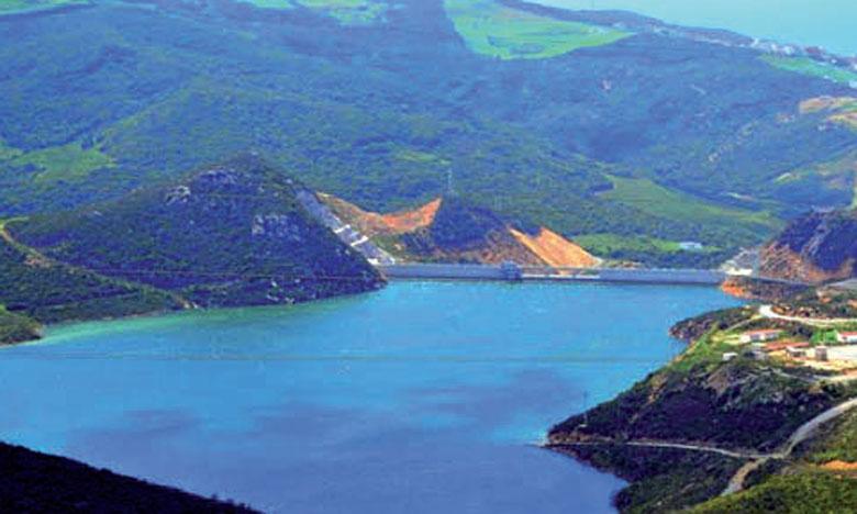 Plusieurs réalisations ont été enregistrées au niveau du bassin hydraulique du Loukkos, qui compte actuellement 11 barrages, dont 10 sont en cours  d'exploitation avec un volume normal atteignant 1,114 milliard de m3.