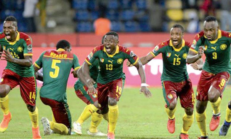 Explosion de joie des joueurs du Cameroun après que Boubacar a transformé le pénalty victorieux contre le Sénégal.