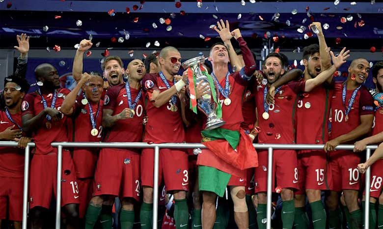 Le Portugal soulève son premier trophée