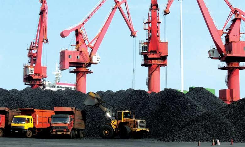 En décembre, la Chine s'était fixé pour objectif de réduire de 800 millions de tonnes ses capacités annuelles de production de charbon d'ici à 2020.