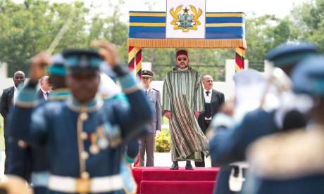 Le Président de la République du Ghana réserve au Palais présidentiel à Accra un accueil officiel en l'honneur de S.M. le Roi