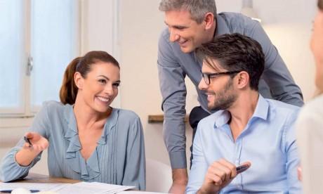 Plusieurs études ont confirmé que le savoir-vivre est un facteur clé de réussite professionnelle et que les recruteurs sont en quête de ce type de compétence, plutôt que du savoir ou du savoir-faire.