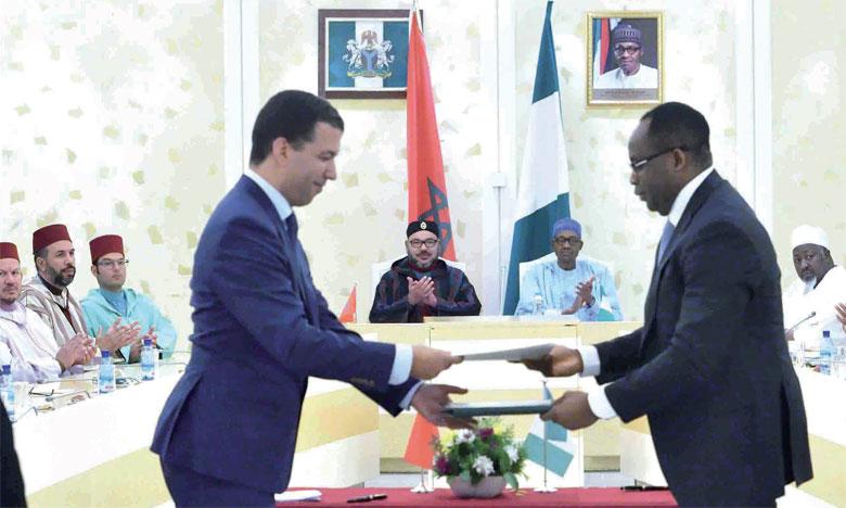 3 décembre 2016: Sa Majesté le Roi et le Chef de l'Etat nigérian lancent le projet de réalisation d'un gazoduc reliant le Nigeria et le Maroc.
