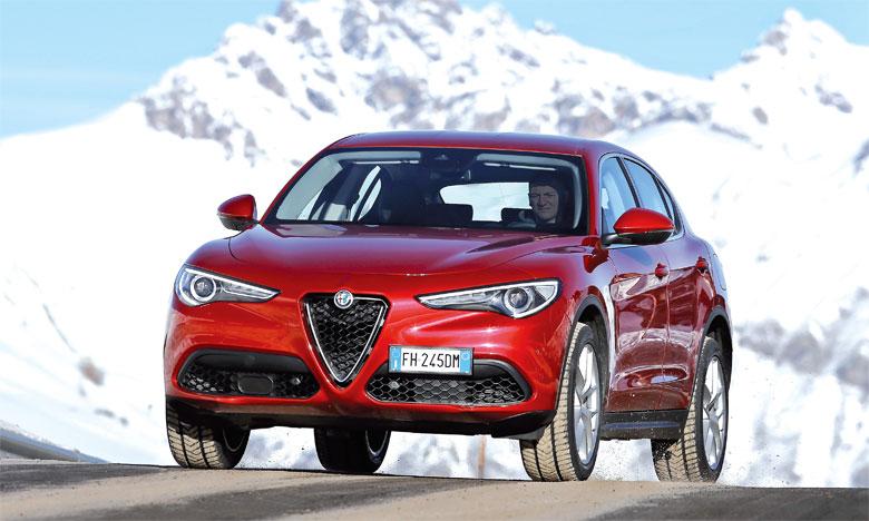 Stelvio affiche les trois composantes traditionnelles du style Alfa Romeo: équilibre des proportions, simplicité et grande qualité des surfaces de la carrosserie.