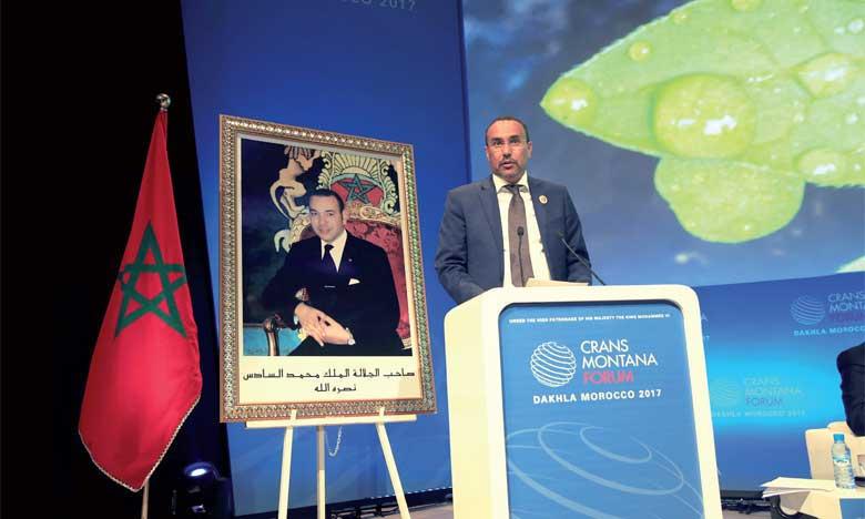 Le président de la région de Dakhla-Oued Eddahab, M. Ynja Khattat, donnant lecture au message royal lors de l'édition 2017. Ph. MAP