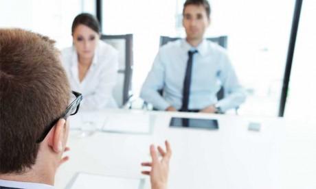 Concernant le recrutement, mettez en compétition plusieurs cabinets sur un ou deux recrutements sensibles pour avoir une idée sur la pertinence des démarches du prestataire.