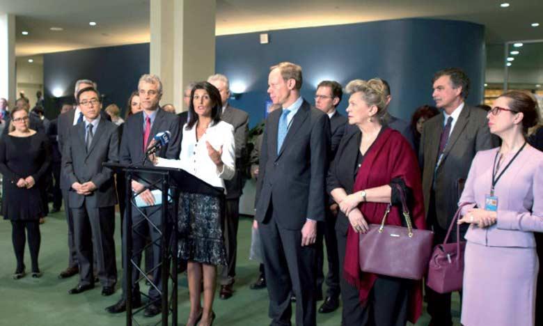 L'ambassadrice des États-Unis à l'ONU, Nikki Haley (au centre), a qualifié les discussions à l'ONU d'«irréalistes» face au regain de tensions à travers le monde ou la menace nucléaire brandie par le régime nord-coréen.