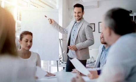 Tout commercial en quête de performance doit mener un réel travail sur lui-même et apprendre  les différentes techniques de la PNL.