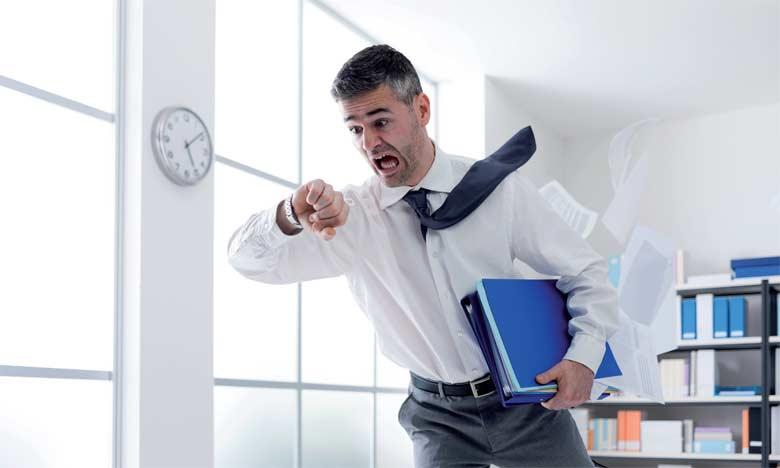 Un collaborateur anxieux est un collaborateur qui percevra toute situation comme potentiellement dangereuse, ce qui le met ainsi dans un état d'hyper vigilance.